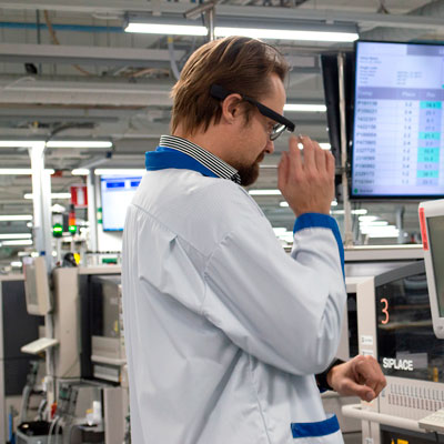 Google Glass alerting production line worker